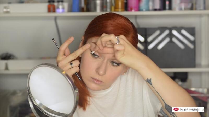 Корректируем макияж при помощи ватной палочки и салфетки