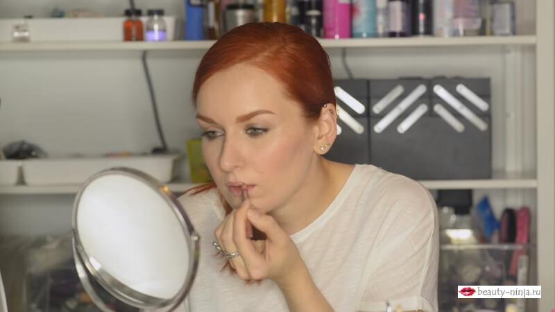 Прорабатываю верхний контур губ карандашом Makeup Secret