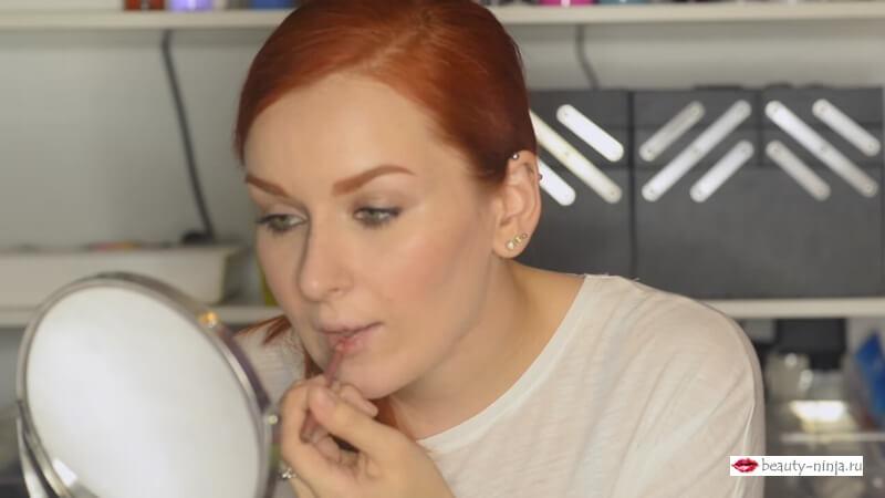 Порисовываем складки анатомических губ карандашом Makeup Secret