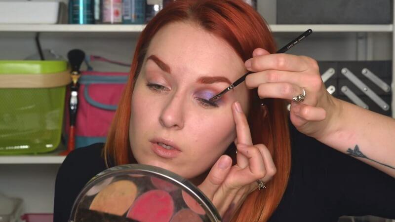 Прорисовываем межресничный край синими тенями Sleek Make-Up Atelier кистью Zoeva 237