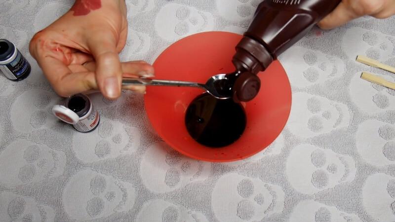 Добавляем шоколадный сироп Hershey's в смесь сахарным сиропом