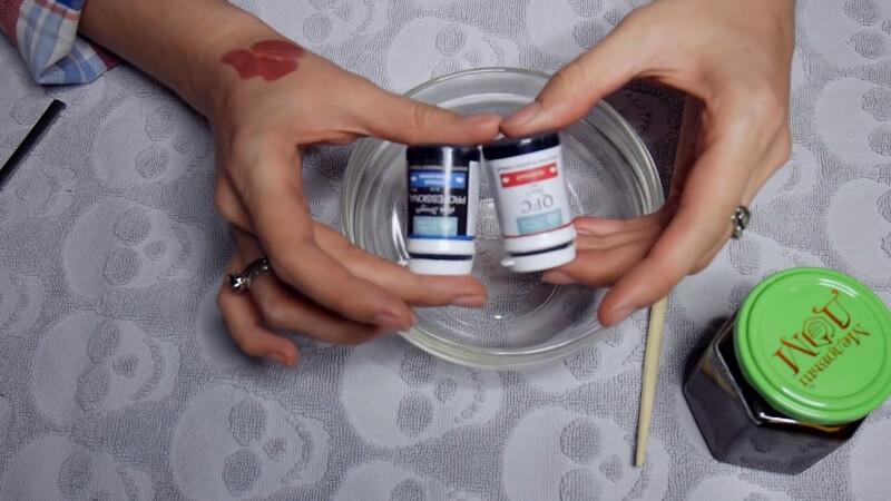 Синий и красный пищевой краситель