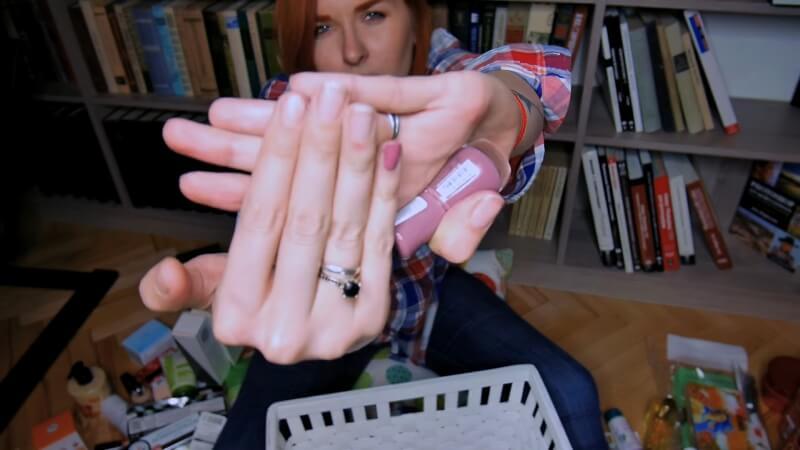 Свотч на лак для ногтей Essence The gel nail polish
