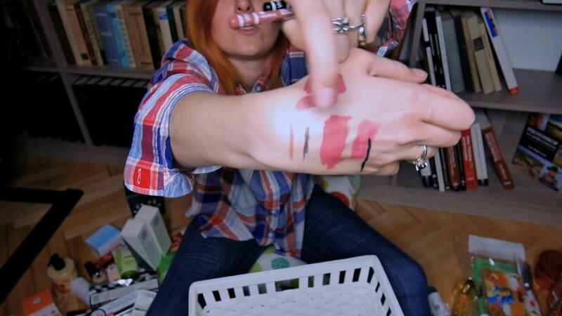 Свотчи на карандаш для губ и лайнер для глаз от Vivienne Sabó