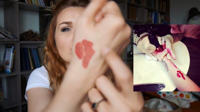 Татуировка отпечаток губ подруги