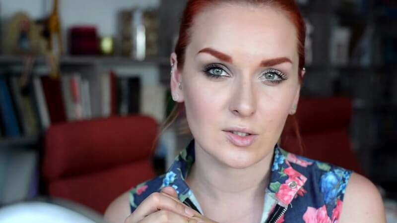 Два варианта макияжа для увеличения и уменьшения глаз